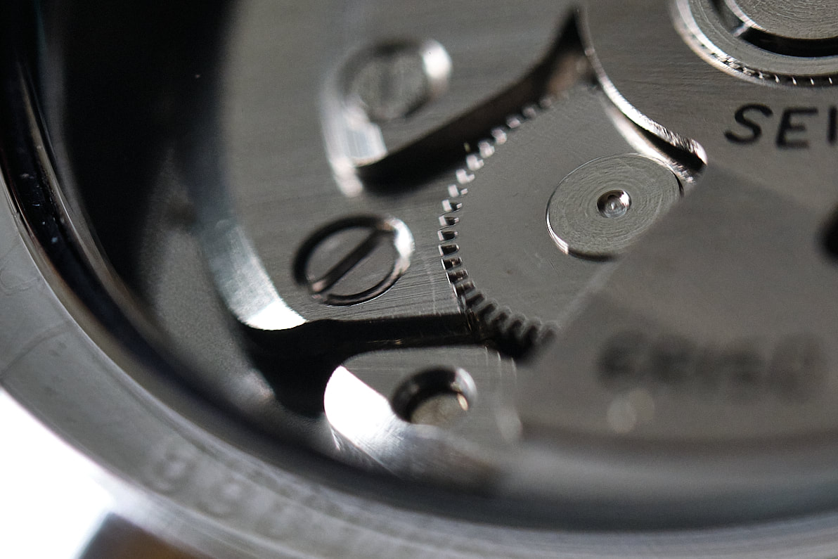 Picture of 6r15 movement in SARX045 on esbjorn.com.au
